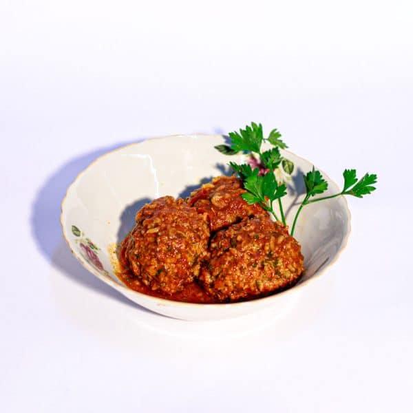 קציצות בשר ואורז עם עשבי טיבול ברוטב עגבניות